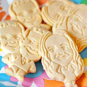 Customized Cartoon Cookies